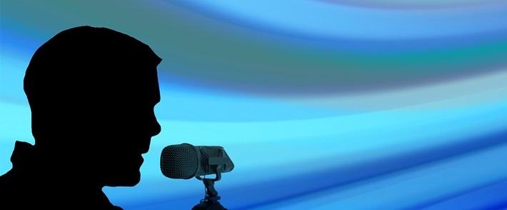 presenter-1012472_960_720